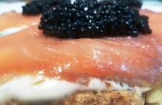 blinis de salmón ahumado